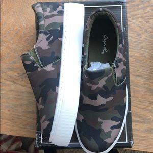 Quipid camo slide sneakers